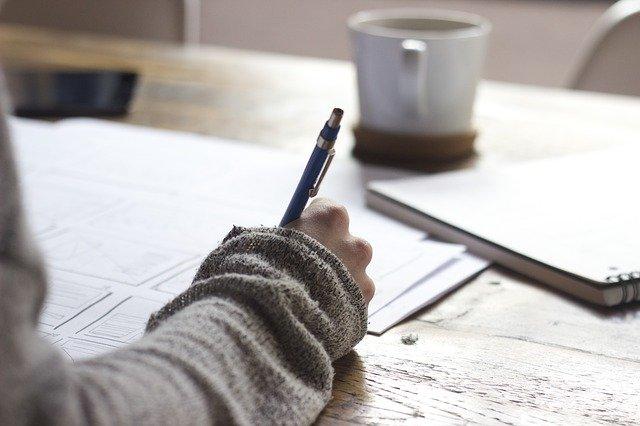 7 zawodów związanych z pisaniem i książkami